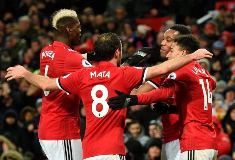 Thắng '3 sao', Man Utd thu hẹp khoảng cách với Man City