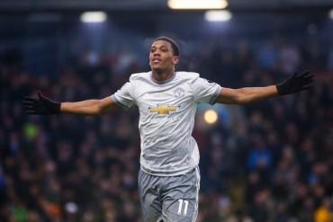 Burnley 0-1 Man Utd: 'Thần tài' Martial