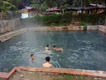 Đắm mình thư giãn trong dòng suối khoáng nóng ở Sơn La