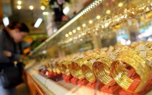 Giá vàng SJC tăng nhẹ khi vàng thế giới sụt giảm