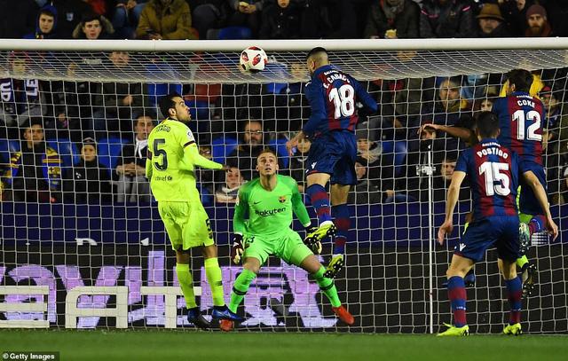 Levante 2-1 Barca: Vắng Messi và Suarez, Barca thua sốc