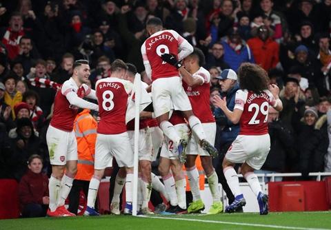 Arsenal 2-0 Chelsea: Hạ Chelsea, 'pháo thủ' thắp sáng hy vọng top 4