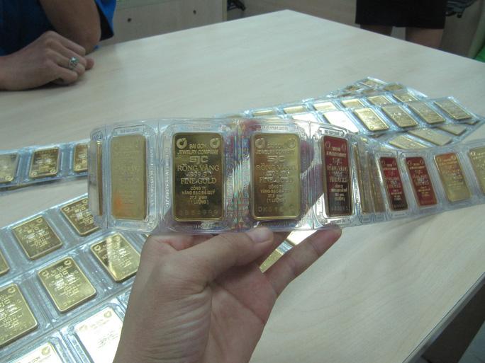 Giá vàng nhẫn vượt xa mốc 43 triệu đồng/lượng