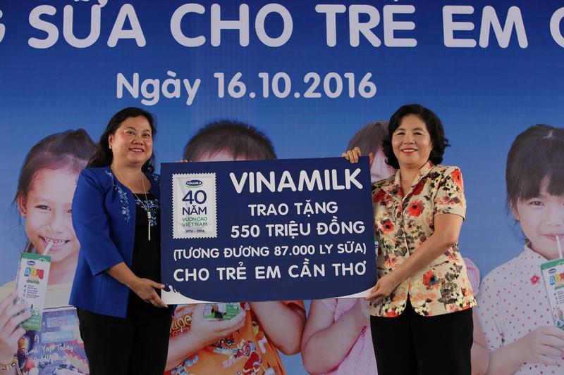 """12 năm vì sứ mệnh: """"Để mọi trẻ em đều được uống sữa mỗi ngày"""""""