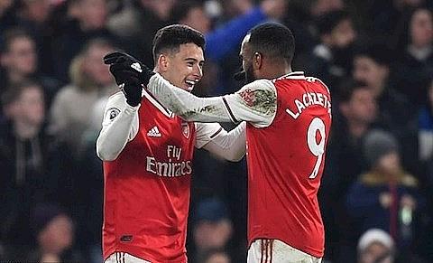 Arsenal xuất sắc cầm hòa Chelsea trong thế thiếu người