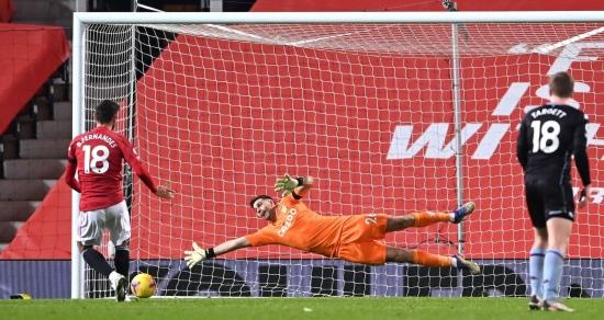 M.U 2-1 Aston Villa: Cân bằng điểm số với Liverpool