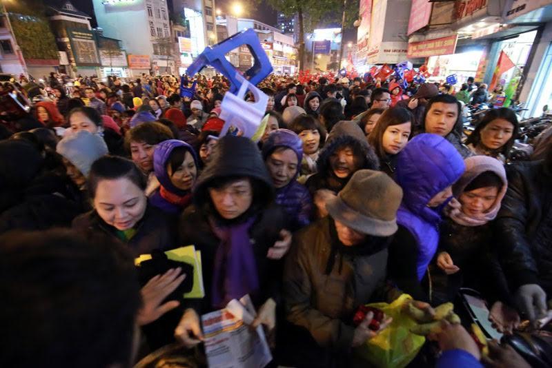 Hà Nội: Biển người dâng sao giải hạn ở chùa Phúc Khánh