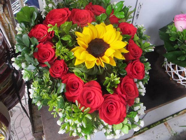 Hoa hồng tăng giá gấp đôi, còn chờ người mua