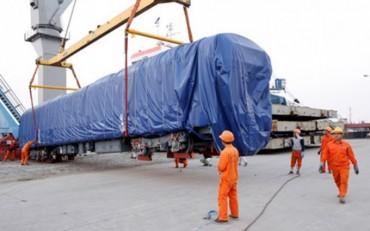 Đầu máy toa xe đường sắt  Cát Linh - Hà Đông đã về tới Việt Nam