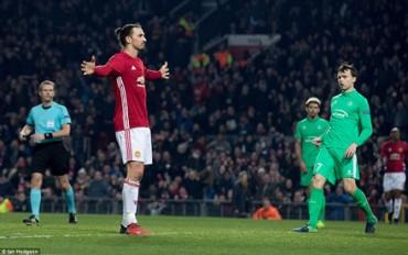 """M.U đại thắng Saint-Etienne và """"show diễn"""" của Ibrahimovic"""