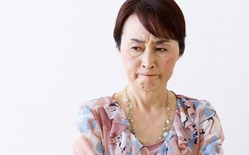 Mẹ chồng cấm vợ chồng tôi không được nói chuyện với nhau