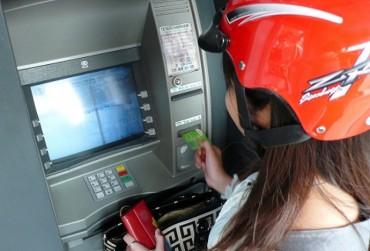 Thuê tên CMND, thuê thẻ ATM: Coi chừng gánh hạn