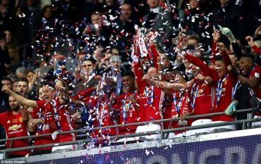 Manchester United đăng quang EFL Cup, Real ngược dòng ngoạn mục