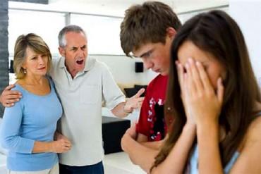 Sự 'quái chiêu' của bố chồng khiến con dâu khiếp vía