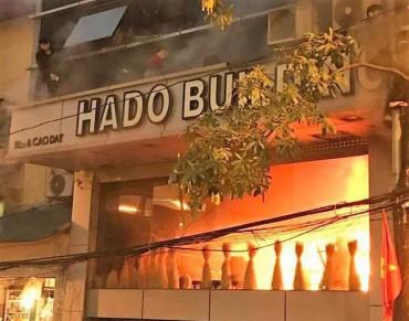 Hà Nội: Cháy nhà hàng phố nhỏ, nhiều người đập kính, nhảy lầu thoát thân