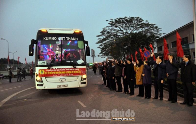 Cảm động những chuyến xe ấm tình công đoàn đưa công nhân về quê đón Tết