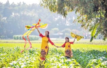 Áo dài Việt vươn ra biển lớn