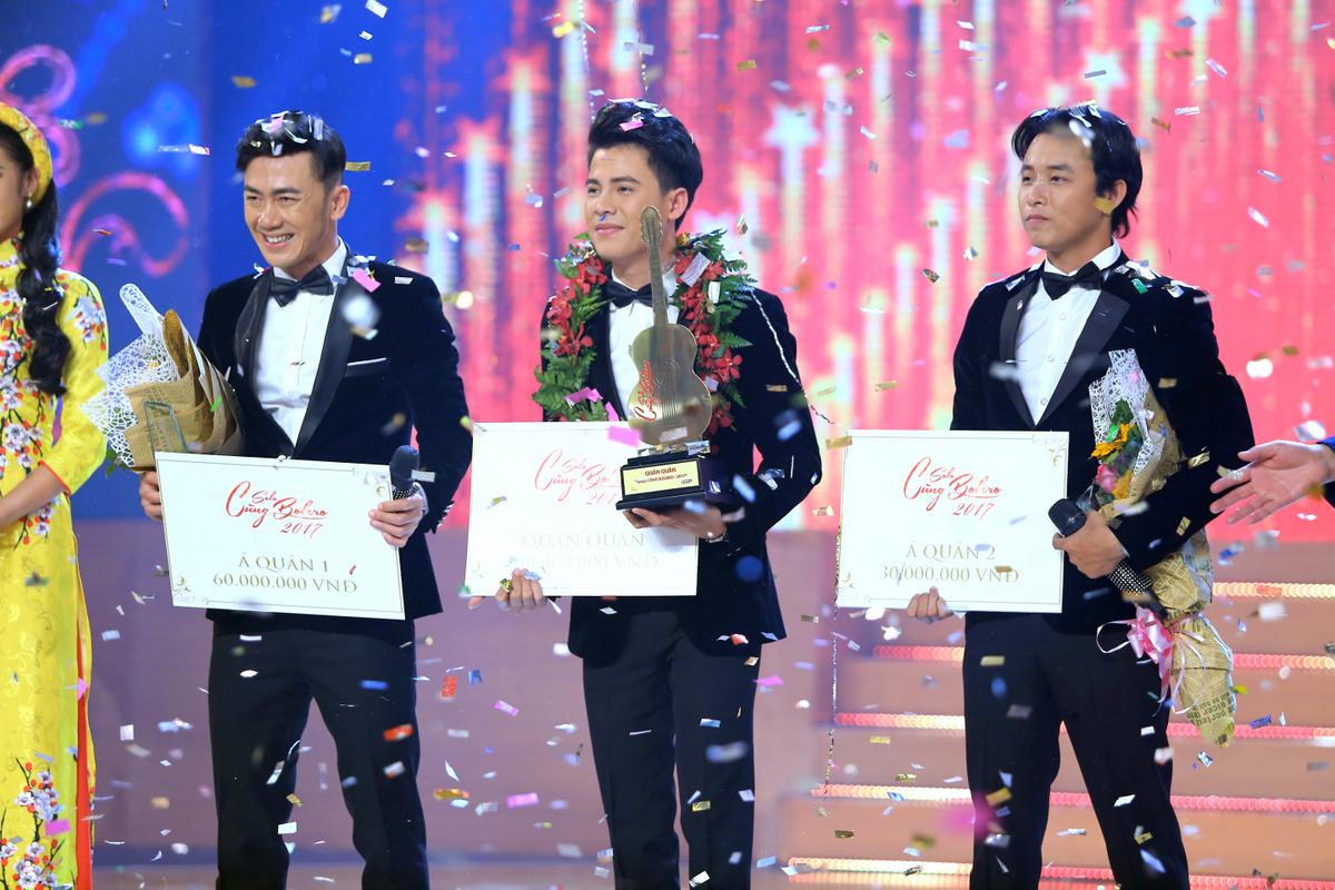'Chàng trai kẹo kéo' Mạnh Nguyên đăng quang Quán quân Solo cùng Bolero 2017