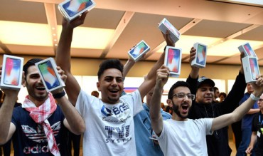 iPhone chiếm hơn một nửa doanh thu điện thoại thông minh toàn cầu