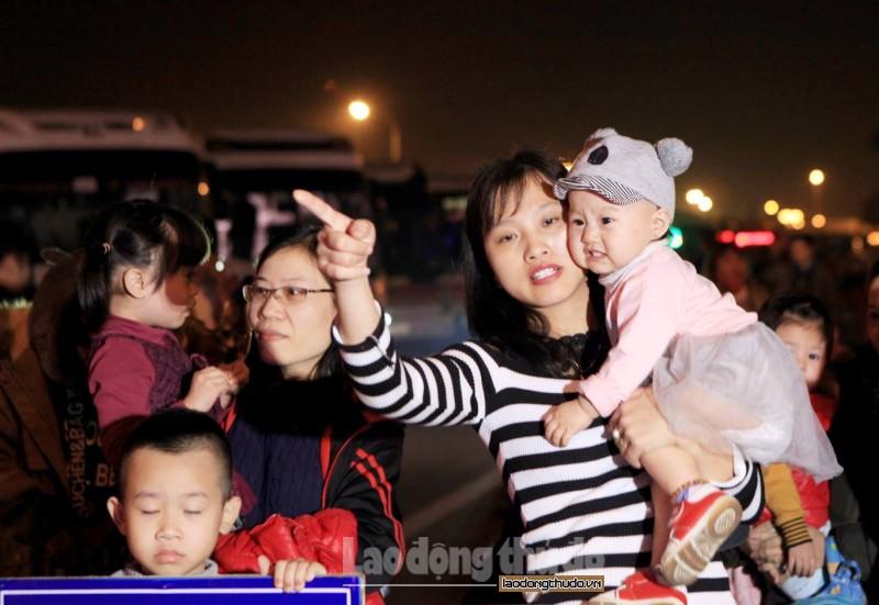 Hà Nội: Khởi hành những chuyến xe miễn phí đưa công nhân về quê đón Tết