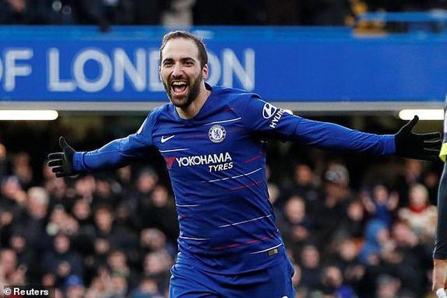 Chelsea 5-0 Huddersfield: Higuain 'khai hỏa' ở Ngoại hạng Anh