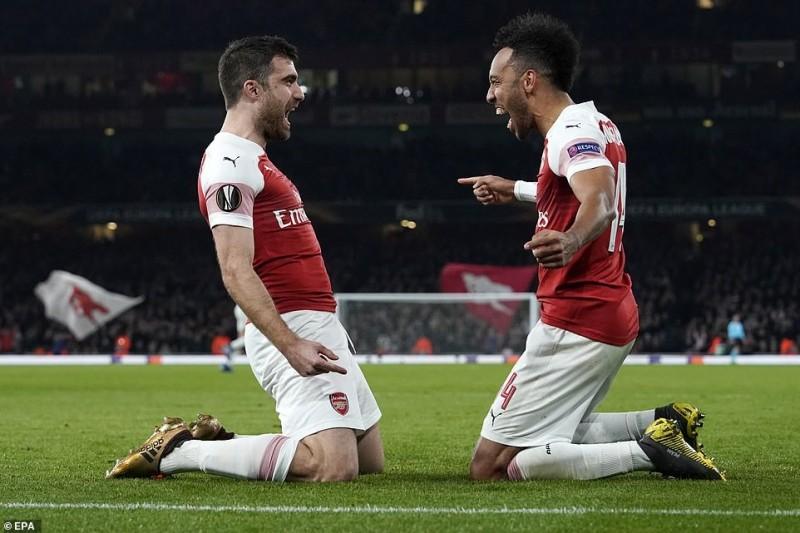 Arsenal 3-0 BATE: Pháo thủ ngược dòng vào vòng 1/8