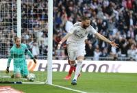 Benzema lập công, Real Madrid nới rộng khoảng cách với Barca