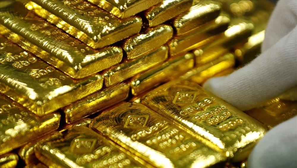 Giá vàng hôm nay 20/2: Dòng tiền vội vã đổ về, vàng neo cao kỷ lục