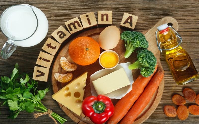 7 dau hieu canh bao co the dang thieu vitamin a