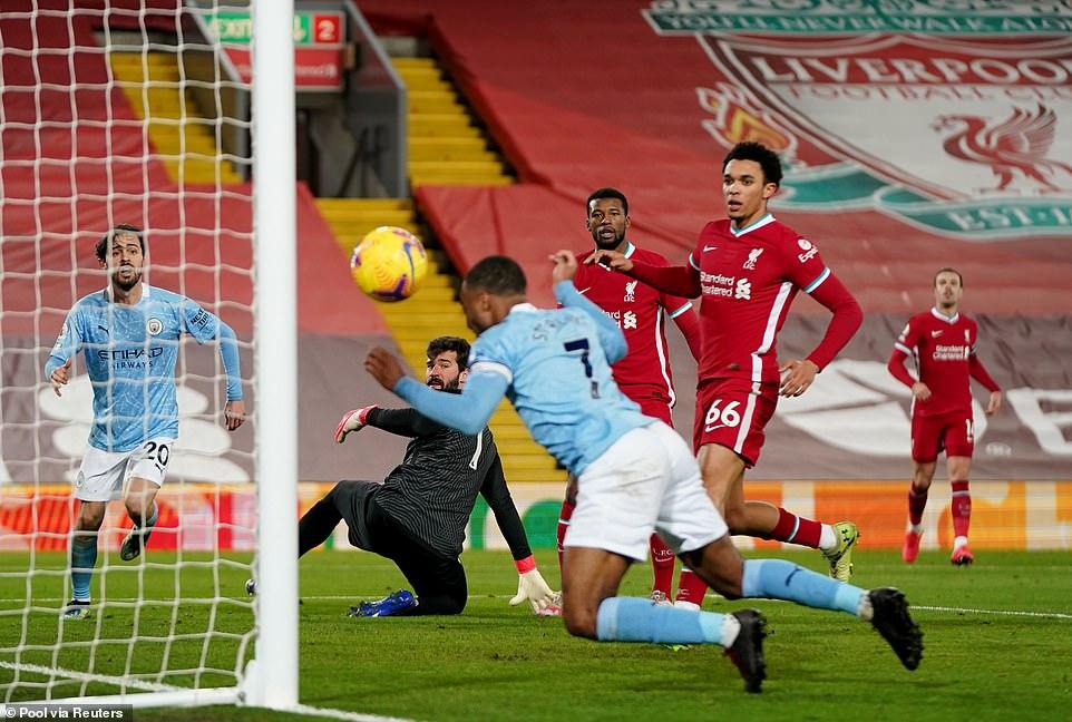 Liverpool 1- 4 Man City: Ác mộng tại Anfield