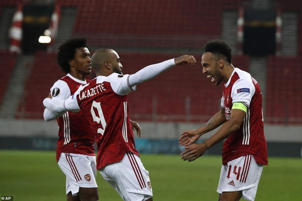 Arsenal 3-2 Benfica: Toát mồ hôi