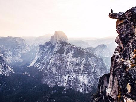 Bức hình này được chụp lúc 6h sáng tại Vườn quốc gia Yosemite. Tác giả đã dùng chức năng hẹn giờ tự động liên tục để ghi lại khoảnh khắc này.