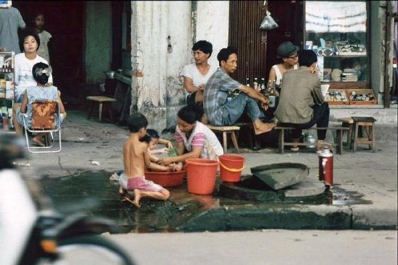 Bộ ảnh cực chất về vỉa hè Hà Nội đầu những năm 1990