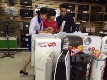 Hà Nội: Mưa phùn khiến máy hút ẩm, máy sấy quần áo 'cháy hàng'