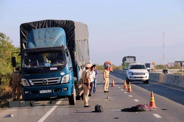 Đâm vào xe tải đỗ bên đường, lái xe môtô chết tại chỗ