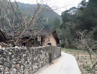 Ngôi nhà của Pao yên bình trên cao nguyên đá