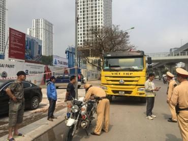 Xe tải trọng lớn đi vào giờ cấm, đường cấm: Cần liều thuốc đặc trị