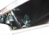 Đập kính ô tô đậu giữa sân siêu thị trộm tài sản