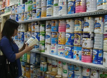 Quản lý giá sữa cho trẻ dưới 6 tuổi: Vướng đủ thứ sau một năm thực thi chính sách mới
