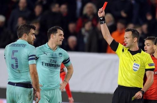 Rennes 3-1 Arsenal: Thẻ đỏ oan nghiệt