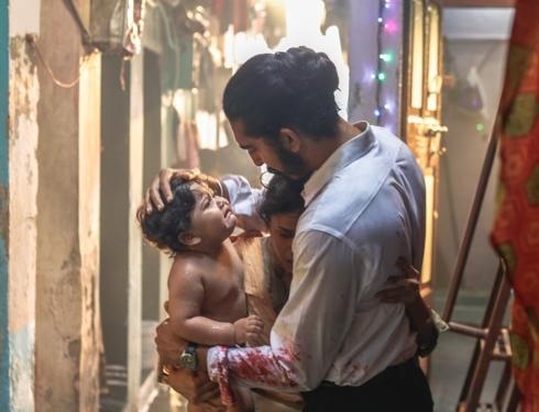 """""""Hotel Mumbai"""" tái hiện ký ức kinh hoàng về vụ khủng bố đẫm máu"""