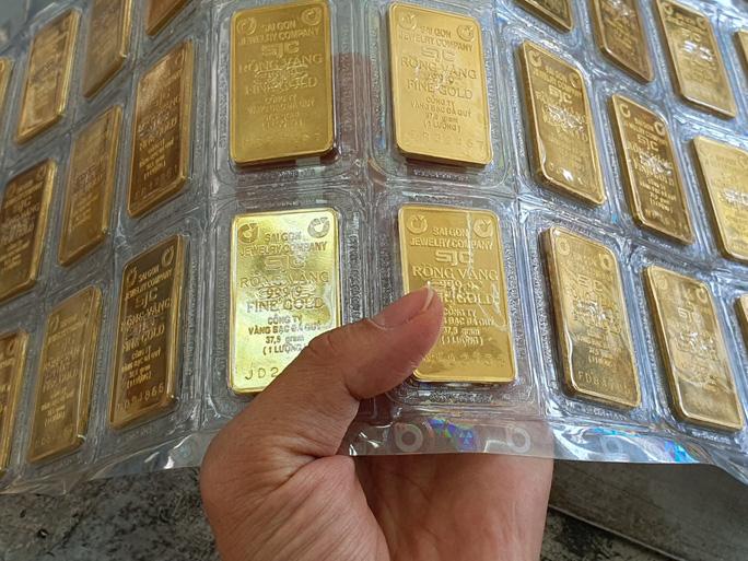 Thị trường chao đảo, giá vàng chỉ còn hơn 43 triệu đồng/lượng
