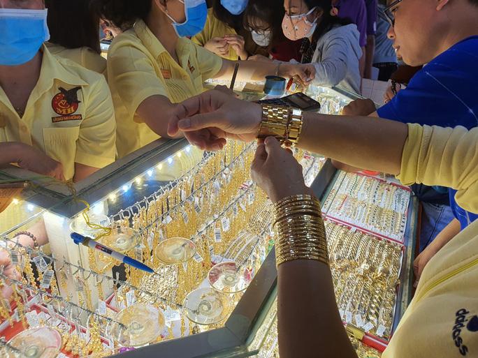 Giá vàng lên sát 47 triệu đồng/lượng, USD tự do chạm 23.750 đồng/USD - giá vàng sjc