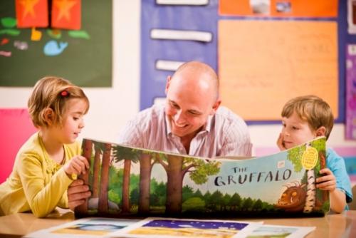 Truyền cảm hứng và duy trì thói quen đọc truyện tranh lành mạnh cho con