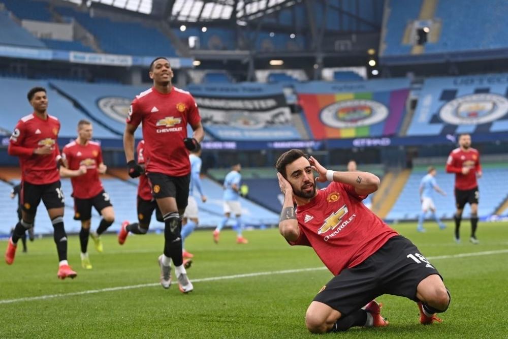 """Man City 0-2 M.U: Man """"xanh"""" đứt mạch bất bại"""