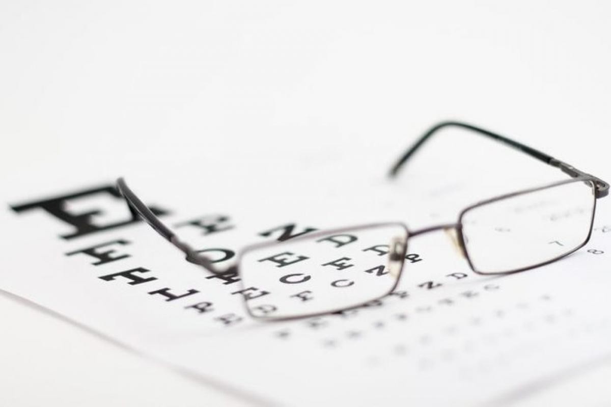Thị lực suy giảm do gỉ mắt: Nếu gỉ mắt của bạn nhiều và đặc đến mức thị lực bị suy giảm, hãy ngay lập tức đến bác sĩ để được thăm khám. Viêm loét giác mạc là một dạng nhiễm khuẩn giống như áp-xe ở giác mạc, gây tình trạng gỉ mắt đặc và nhiều.