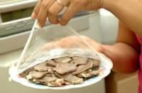 Sai lầm 'chết người' khi dùng màng bọc thực phẩm cần loại bỏ ngay