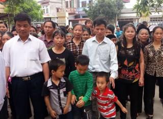 Dân làng chứng kiến Tòa tối cao xin lỗi ông Chấn