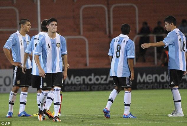 u20 argentina gap u20 va u23 viet nam tai thong nhat va my dinh
