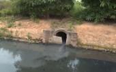Kênh tưới tiêu ở Vân Canh (Di Trạch) ô nhiễm nặng do nước thải công nghiệp